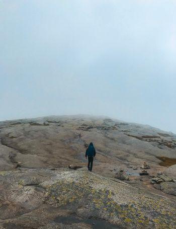 Niebla en el camino de Kjerag