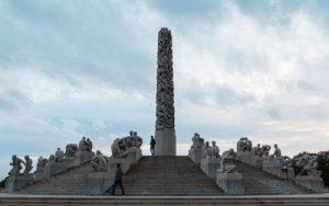 Famoso monumento del parque de Vigeland en Oslo