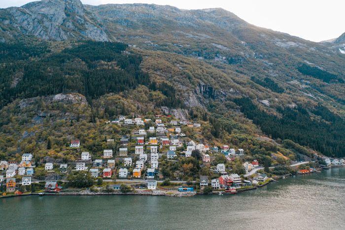 El pueblo de Odda con el fiordo a sus pies