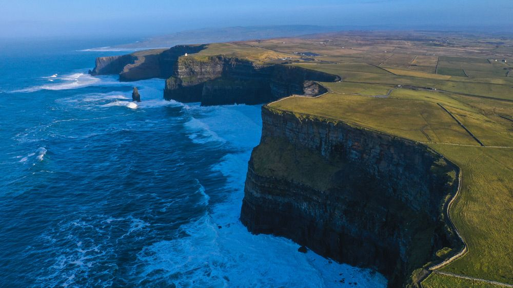 Panorámica en dron de la excursión a los Cliffs of Moher