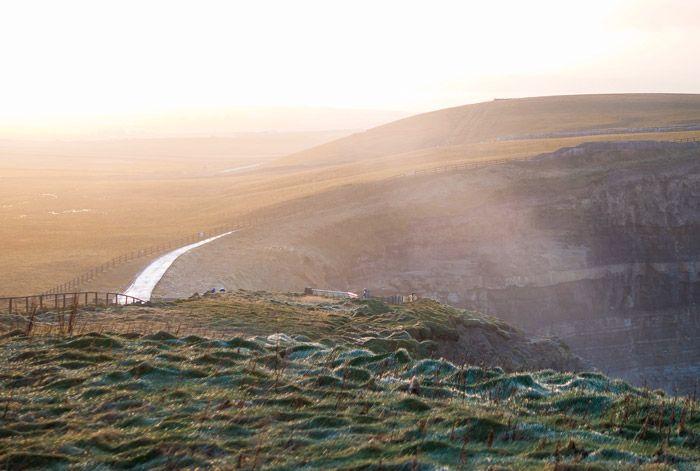 Camino entrada a los Cliffs of Moher