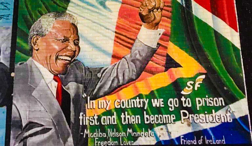 Muro pintado de Belfast con mensaje de Nelson Mandela
