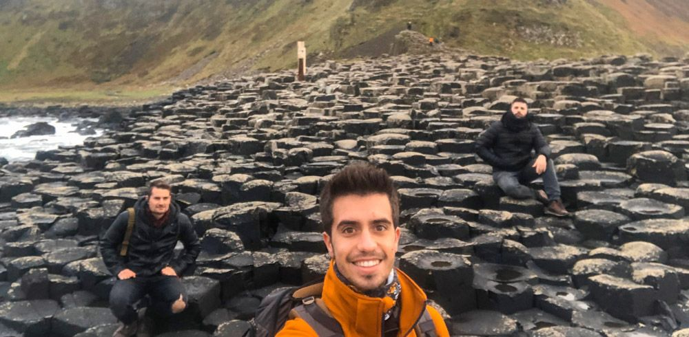Selfie con las columnas de la Calzada del Gigante