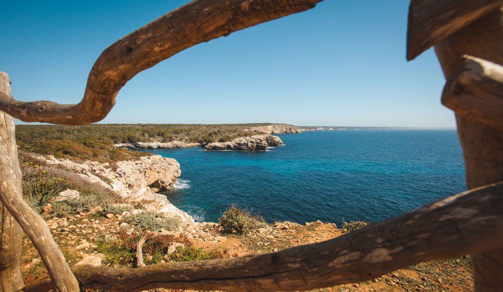 Menorca en 4 días te permitirá pasear por el gr de Camí de Cavalls