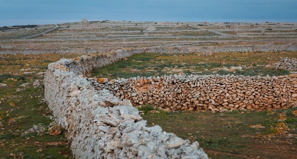 Visitar Menorca en 4 dies et permetrà veure els extensos marges de pedra