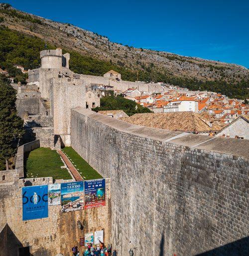 Vista exterior de las murallas