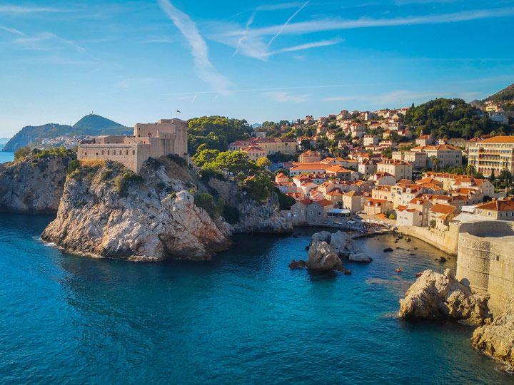 Bahía y fuerte Lovrijenac del casco antiguo de Dubrovnik