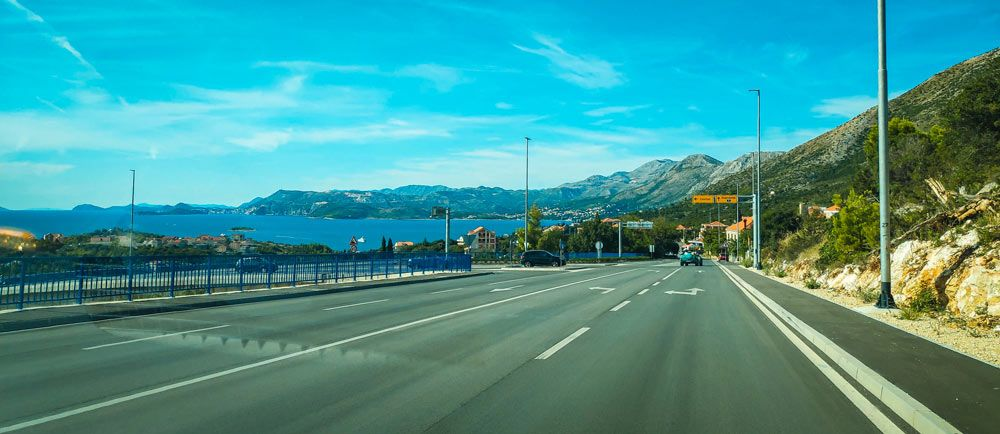 Carretera por la Costa Dálmata en Croacia