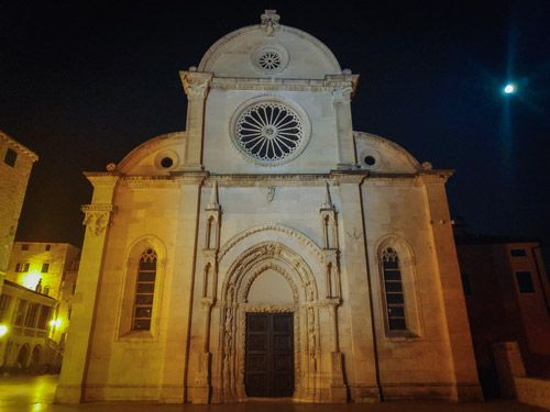 La catedral de Sibenik de noche