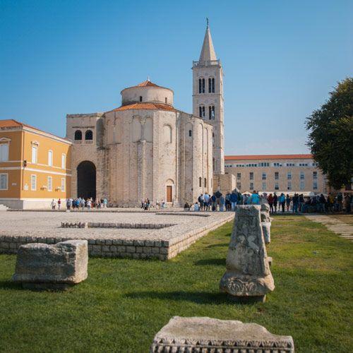 Iglesia de San Donato en el parque de Zadar