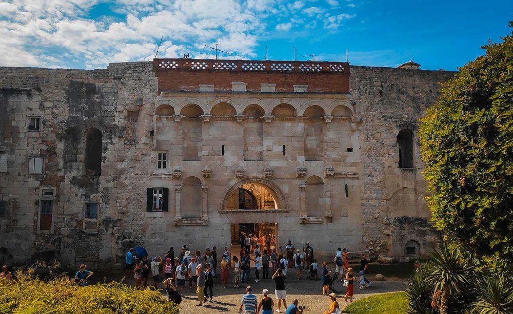 Puerta Auera del palacio Diocleciano de Split