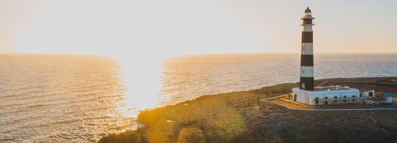 Los faros y sus increíbles puestas de sol son un espectáculo de Menorca