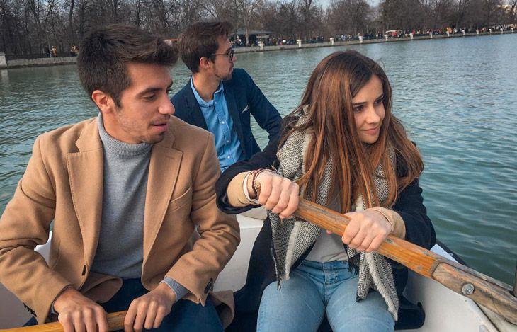 El coste de alquilar una barca en el parque del retiro de madrid es de 6 euros