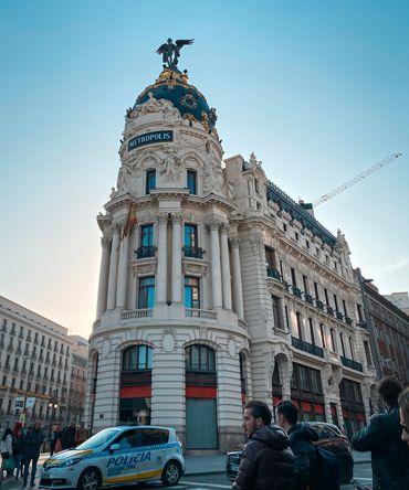 Destaquem l'edifici de Metropolis al nostre itinerari per veure Madrid en 3 dies