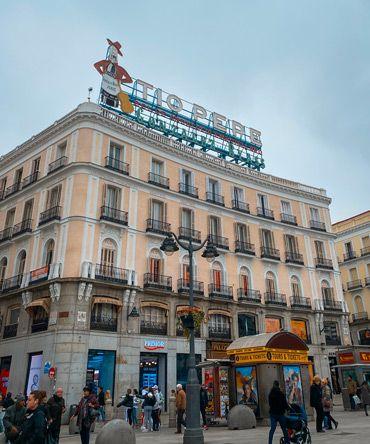fotografia de la fachada del edificio Tio Pepe de Madrid