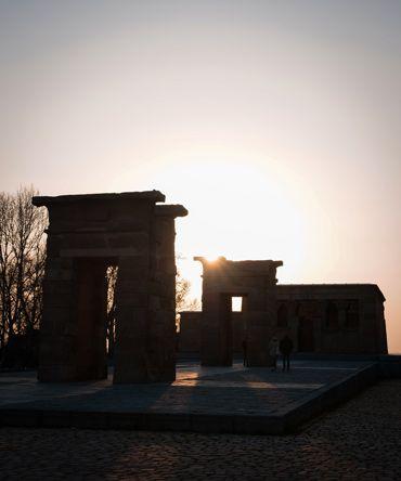 Puesta de sol en las puertas del Templo Debod