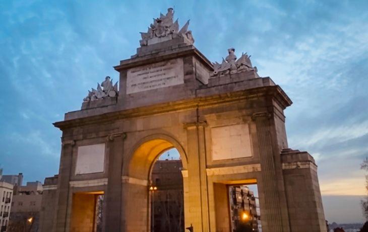 Ver Madrid en 3 dias permite llegar hasta la Puerta de Toledo, situada en el sur del centro