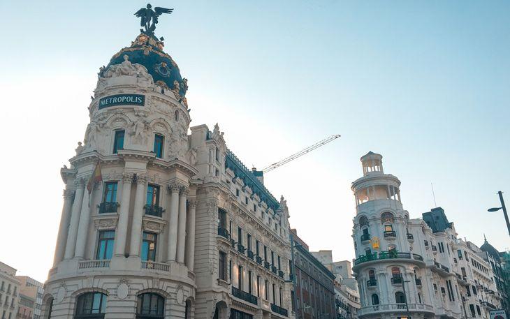 Paseo por la Gran Vía de Madrid durante nuestro viaje de 3 dias