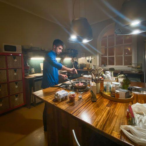 Las cocinas de los guesthouse es una razon más para saber donde dormir barato en islandia