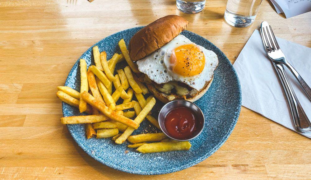 Una burger siempre es una forma de comer barato en islandia