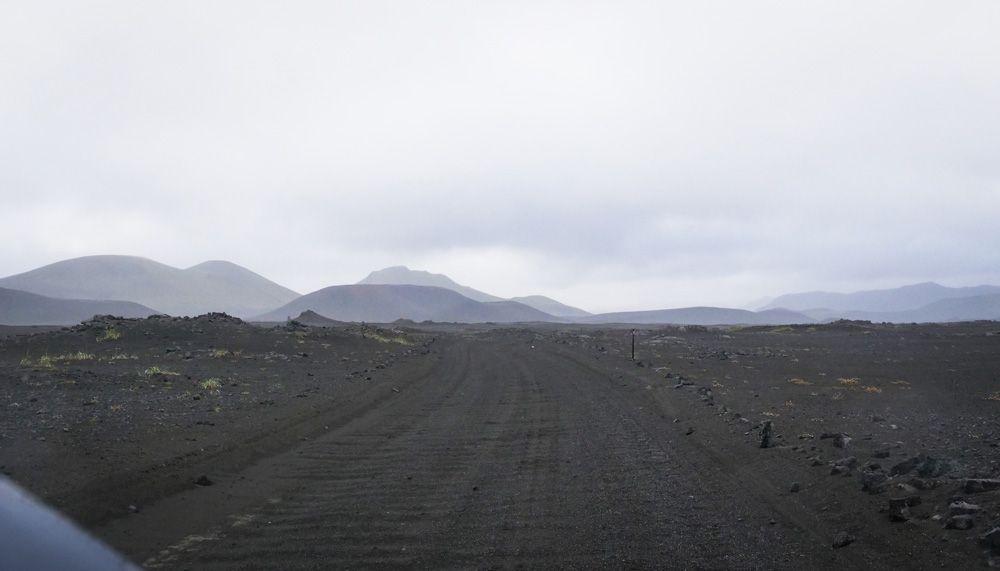 conducir por las carreteras F de las tierras altas de islandia no tiene dificultad