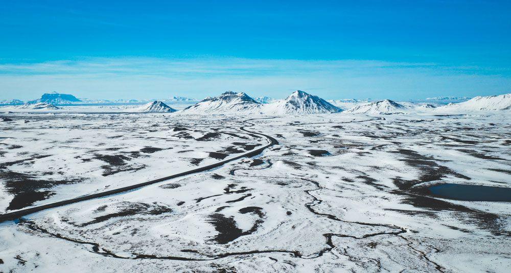 Conducir por las carreteras nevadas de islandia