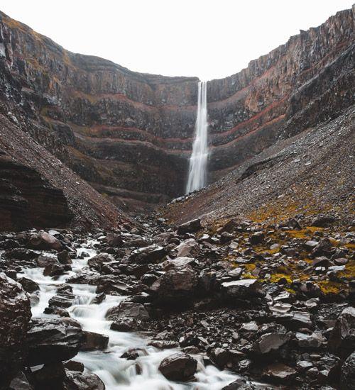 como llegar a ver la cascada hengifoss de islandia