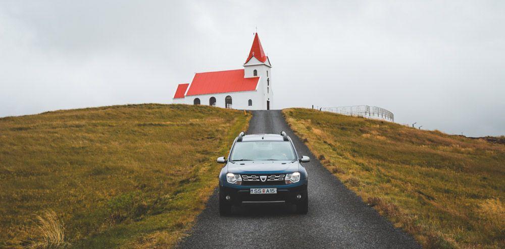Alquilar el coche con antelación es uno de los mejores consejos para viajar a Islandia barato