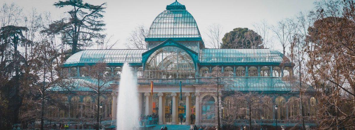 palacio de cristal desde el lago